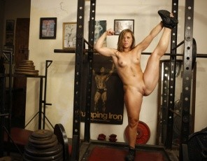 Flexible Breanna's posing in the gym to give you the closest possible look at her muscles, especially her biceps and glutes, but you can't get any closer up to her pretty, smooth pussy than this.
