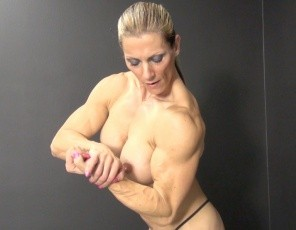Female bodybuilder Sophie likes to bounce – first jumping rope, then on a trampoline. She also likes to pose to show off the muscles of her big, vascular biceps, powerful Pecs and legs and Ripped Abs.