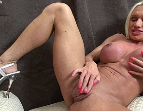 Not many women have a clit big enough to stroke, but female bodybuilder pornstar Ashlee Chambers does. And boy does she stroke it! It's apparently not enough to have huge biceps, ripped abs, and powerful legs - Ashlee also has to have one of the biggest clits n the business, and she sure loves to show it off. Masturbation, penetration - this video has it it!